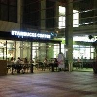 Foto tirada no(a) Starbucks por Ahmet A. em 7/20/2013