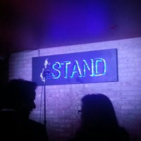 Photo prise au The Stand Restaurant & Comedy Club par Cathy R. le3/22/2013
