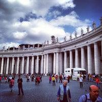 Foto diambil di Piazza San Pietro oleh Aleksei S. pada 5/11/2013