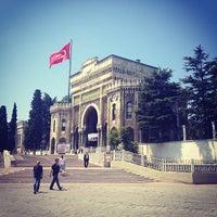 รูปภาพถ่ายที่ İstanbul Üniversitesi โดย Angry K. เมื่อ 7/12/2013