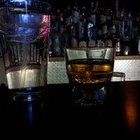 รูปภาพถ่ายที่ Grumpy's Bar & Grill โดย Edgar B. เมื่อ 10/28/2012