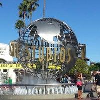 10/28/2012 tarihinde Marc B.ziyaretçi tarafından Universal Studios Hollywood Globe and Fountain'de çekilen fotoğraf