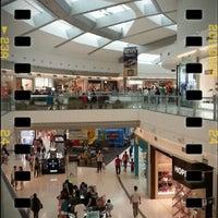 Foto tirada no(a) Independência Shopping por Ulisses S. em 1/27/2013