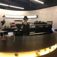 Foto diambil di Voyager Espresso oleh Harlan E. pada 12/7/2017