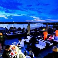 Das Foto wurde bei Tower Bar von NiLo am 7/28/2014 aufgenommen