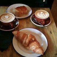 Foto scattata a Yorks Bakery Cafe da Laura V. il 12/15/2012