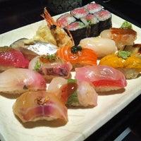 Photo prise au Sushi Yasaka par foodforfel le4/14/2013
