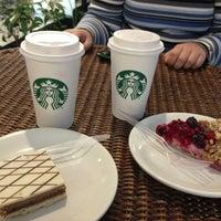 Foto tomada en Starbucks por Josselyn R. el 7/20/2013