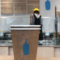 Foto scattata a Blue Bottle Coffee da Ozge H. il 10/29/2018