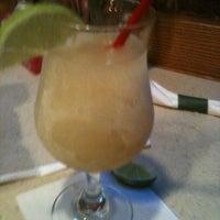 Foto tomada en La Parrilla Mexican Restaurant por Howard L. el 12/15/2012