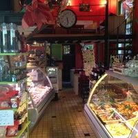 Das Foto wurde bei Renzo's Delicatessen von Diego S. am 10/12/2012 aufgenommen