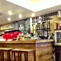 Foto scattata a drip coffee   ist da Farah S. il 3/9/2014