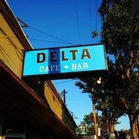 Foto tomada en Delta Cafe por Brian M. el 10/11/2012