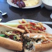 Das Foto wurde bei Spring Garden Restaurant von Dwayne P. am 8/27/2018 aufgenommen