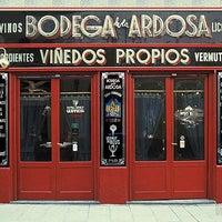 Foto tirada no(a) Bodega La Ardosa por Alberto C. em 8/30/2012