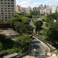 Снимок сделан в Fórum Hely Lopes Meirelles пользователем Rudy L. 11/18/2012