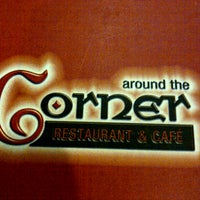 Foto tirada no(a) Around The Corner Cafe por Sherif F. em 12/6/2013