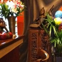 3/6/2013 tarihinde Diana J.ziyaretçi tarafından Mango Thai Tapas Bar'de çekilen fotoğraf