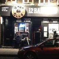 Foto tirada no(a) 12 Bar Club por Stathmarxis P. em 11/2/2012