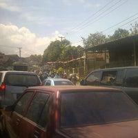 Foto tirada no(a) Jalan Raya Cileunyi por Adikusumah D. em 8/17/2013