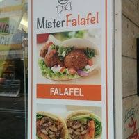 Foto tirada no(a) Mister Falafel por Lena S. em 11/10/2016
