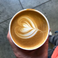 Снимок сделан в Blue Bottle Coffee Kiosk пользователем Walter K. 10/9/2018