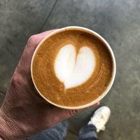 Снимок сделан в Blue Bottle Coffee Kiosk пользователем Walter K. 10/10/2018