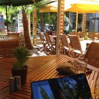 Das Foto wurde bei Limoon Café & Restaurant von Bulent K. am 6/16/2013 aufgenommen