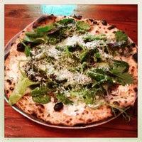 Das Foto wurde bei Roberta's Pizza von Scott am 7/6/2013 aufgenommen
