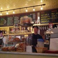 Foto scattata a Cafe'tal Social Club da Philip S. il 5/19/2013