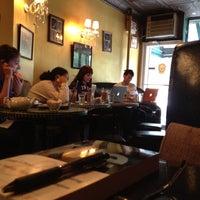 10/27/2012 tarihinde Cafecito A.ziyaretçi tarafından Cafe Pick Me Up'de çekilen fotoğraf