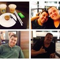 Foto tirada no(a) Starbucks por Fernando G. em 2/17/2014