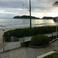 Foto tirada no(a) Pousada Vila do Farol por Marlus Alex G. em 5/24/2013