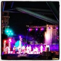 Foto tirada no(a) Grand Performances por Rachael R. em 7/28/2013