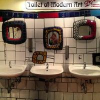 Das Foto wurde bei Hundertwasserhaus von Olesya am 10/5/2012 aufgenommen