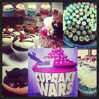 Foto tirada no(a) Cupprimo Cupcakery & Coffee Spot por amy b. em 11/14/2013