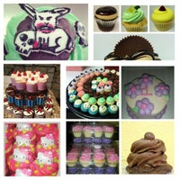 Foto scattata a Cupprimo Cupcakery & Coffee Spot da amy b. il 5/22/2013