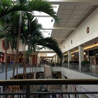 Foto tomada en Hillsdale Shopping Center por Slobodan M. el 11/9/2012