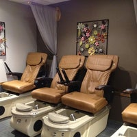 Photo prise au Heavenly Nails & Spa par Phu N. le1/25/2013