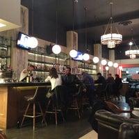 Снимок сделан в LT Bar & Grill пользователем Charlene D. 11/6/2012