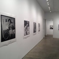 รูปภาพถ่ายที่ Bruce Silverstein Gallery โดย Atif A. เมื่อ 6/25/2013