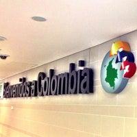 Foto diambil di Aeropuerto Internacional El Dorado (BOG) oleh Daniel Costa d. pada 7/19/2013