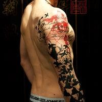 Foto tirada no(a) Tattoo Temple por Tattoo Temple em 11/13/2013