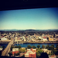 Photo prise au Portland City Grill par Andy H. le7/4/2013