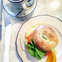 Photo prise au Cafe Neon par Alex A. le11/18/2015