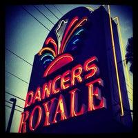 11/23/2013 tarihinde Dancer's Royaleziyaretçi tarafından Dancer's Royale'de çekilen fotoğraf