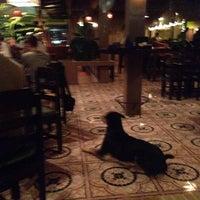 Photo prise au Crave restaurant and lounge par Bilge G. le12/12/2013