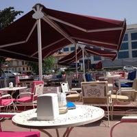 5/21/2013 tarihinde Tülay A.ziyaretçi tarafından Mavi Haliç Cafe'de çekilen fotoğraf