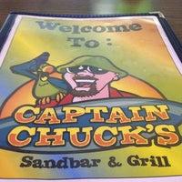 Foto tomada en Captain Chuck's Sandbar & Grill por Lisa F. el 1/24/2013