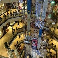 Снимок сделан в Water Tower Place пользователем Earl V. 12/28/2012